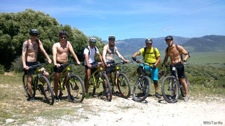 Grupo de Suecos con Ludo como guía. Bicicletas Specialized Rockhopper 2015