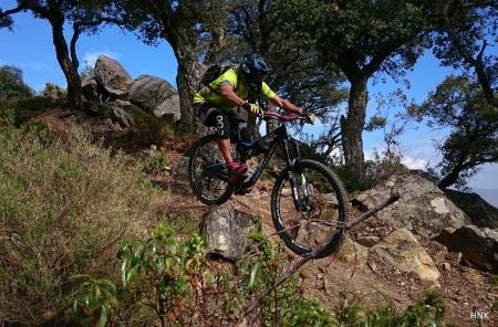 Enduro Mountain Biking in La Peña. Rider Ludovic Foto Henk
