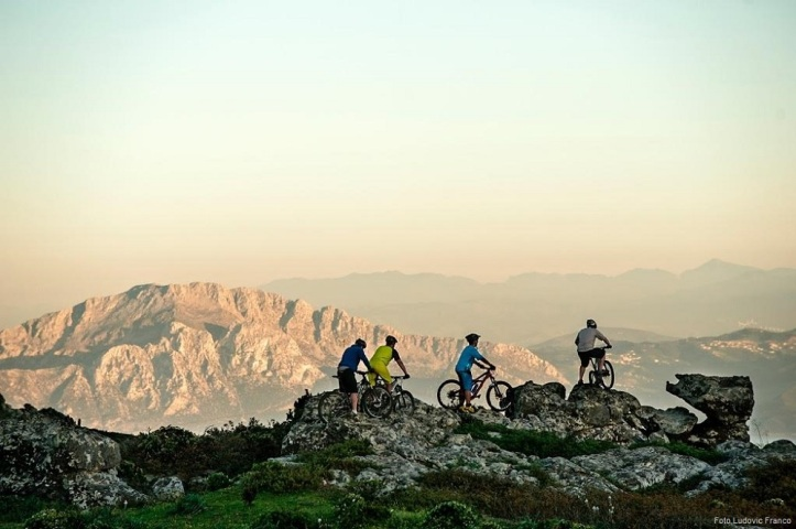 Mountain biking opposite of continent Africa